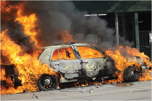 A car engulfed in flames. © shutterstock.com