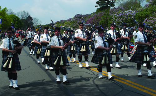 The Gates Keystone Club Police Pipes and Drums Band honors fallen comrades and participates in official ceremonial events.